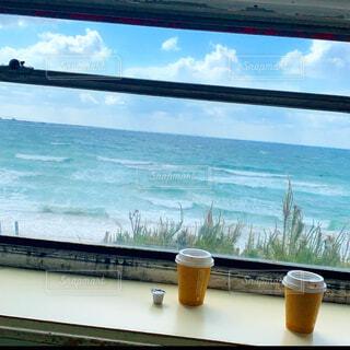 空,コーヒー,絶景,屋外,ビーチ,雲,窓,水面,樹木,cafe,快晴,ドライブ