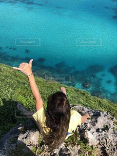崖から見える海の写真・画像素材[4590439]