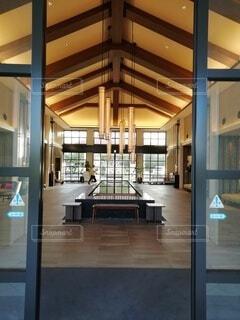 建物,屋内,階段,部屋,窓,図書館,椅子,テーブル,床,ドア,モダン,天井,コーヒー テーブル