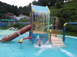 屋外,水,水面,泳ぐ,樹木,夏休み,レジャー,遊び場,子育て,お出かけスポット,ウォーターパーク,スイミング プール