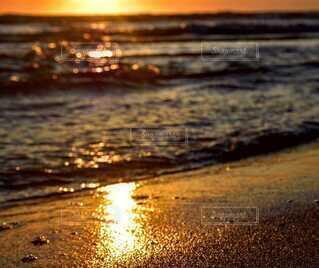 海,夕日,屋外,太陽,ビーチ,砂浜,夕焼け,波打ち際,水面,地面,フォトジェニック
