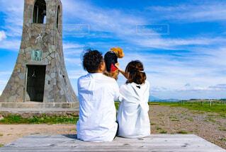 家族,犬,風景,空,屋外,結婚式,草,塔,人物,人,結婚,トイプードル,大好きな家族,前撮りのオフショット