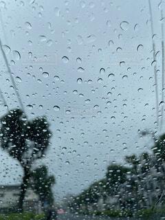 自然,雨,屋外,車内,水面,電線,並木道,梅雨,6月,ドロップ,台風,曇天,フロントガラス,液滴