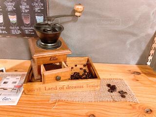 カフェ,コーヒー,屋内,花瓶,アート,テーブル,食器,コーヒー豆,木目,テキスト,コーヒーミル,ボックス,アメリカンビンテージ