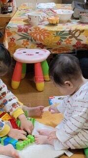 屋内,仲良し,赤ちゃん,おもちゃ,幼児,姉妹,孫