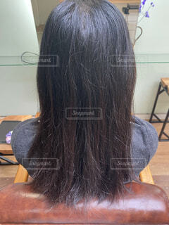 女性,屋内,黒髪,人,散髪,ヘアサロン,パーツモデル,ビフォー,ヘアモデル,枝毛,パサパサ髪