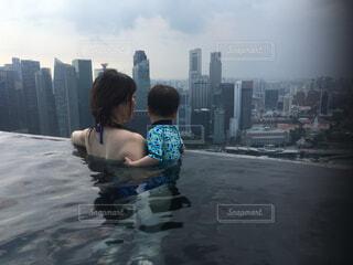 自然,風景,空,屋外,親子,プール,水面,人物,人,高層ビル,シンガポール,屋上,幼児,マリーナベイサンズ,若い,人間の顔