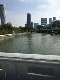 空,建物,屋外,湖,川,水面,都会,高層ビル