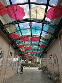 空,建物,傘,かわいい,綺麗,窓,可愛い,歩道,パステル,お洒落,アンブレラ,アンブレラスカイ