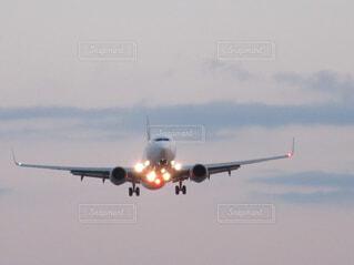 風景,空,屋外,飛行機,飛ぶ,大地,空港,離陸,滑走路,航空機,空気,フライト,着陸,羽ばたく,ジェット機,旅客機,ジェットエンジン,エアバス,空の旅,航空,車両,ジェット,ボーイング 747-400,ボーイング 747,航空宇宙工学,航空宇宙メーカー,単葉,ナローボディ機,航空機エンジン,ツインジェット