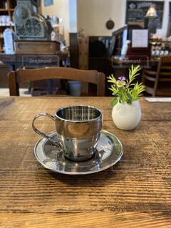 コーヒー,花瓶,テーブル,茶碗,皿,植木鉢,マグカップ,食器,カップ,紅茶,観葉植物,ボウル,食器類,コーヒー カップ,磁器,受け皿