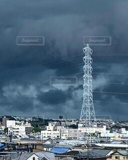 空,屋外,雲,鉄塔,タワー,高層ビル,くもり,どんより雲,おどろおどろしい空