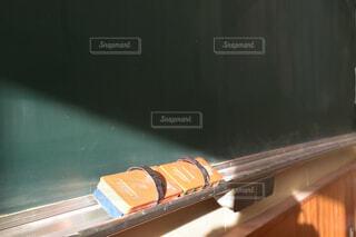 屋内,屋外,オレンジ,学校,黒板,青春,黒板消し