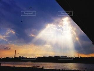 夕日,夕焼け,川,夕方,光,陽の光