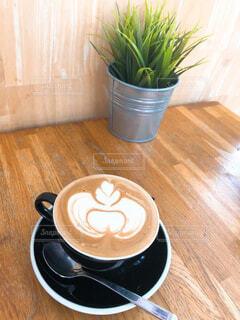 食べ物,コーヒー,屋内,花瓶,テーブル,床,食器,カップ,観葉植物,木目,コーヒー カップ