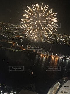花火,高層ビル,横浜,ランドマークタワー,開港祭