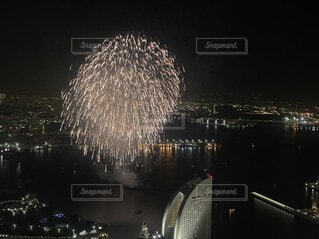 花火,景色,高層ビル,横浜,ランドマークタワー,開港祭