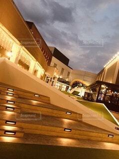 空,建物,階段,綺麗,夕方,街,光,家,イルミネーション,電気,ライトアップ,オシャレ,広場,明かり,雰囲気,ステージ,くもり