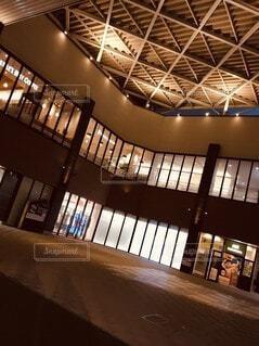 風景,建物,ビル,屋内,綺麗,窓,街,光,イルミネーション,電気,オシャレ,広場,天井,雰囲気,ステージ,スタジオ