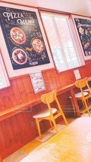 カフェ,屋内,看板,光,椅子,テーブル,床,オシャレ,家具,ベーカリー,明るい,日中,インテリ,テキスト,イス,コーヒー テーブル