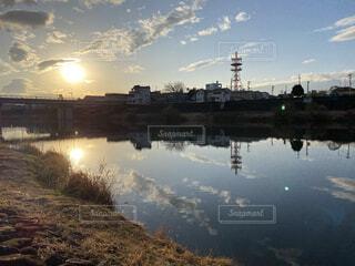 背景に都市がある水域の写真・画像素材[4503533]