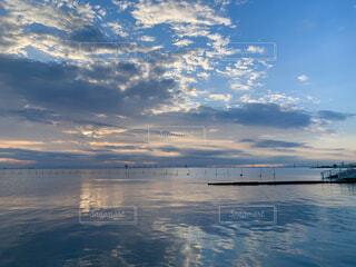 夕焼けと海の写真・画像素材[4506186]