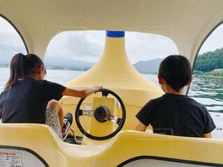 風景,湖,ボート,黄色,船,水面,スワンボート,子供,人物,人,野外,山梨,姉弟,家族旅行,車両,水上バイク