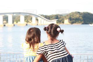 海,橋,後ろ姿,夕方,子供,姉妹