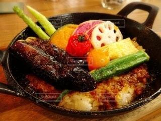 ゴロゴロ夏野菜の焼きカレーの写真・画像素材[4655327]