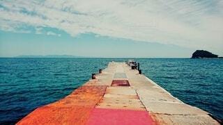 桟橋から海を望む(フィルム調)の写真・画像素材[4701999]