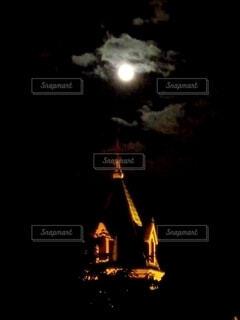 自然,風景,空,夜,暗い,月,ライトアップ,旅行,旅,ハロウィン,満月,月夜,函館,ホラー,ライフスタイル,中秋,点灯,名月,レジャー・趣味,カトリック元町教会