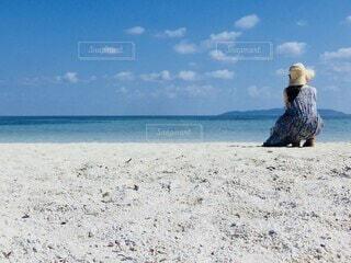 白い砂浜と青い海の写真・画像素材[4693728]