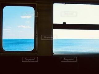 夏の車窓の写真・画像素材[4719018]