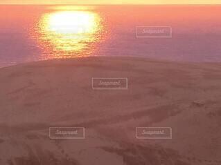 夕暮れの鳥取砂丘の写真・画像素材[4830427]