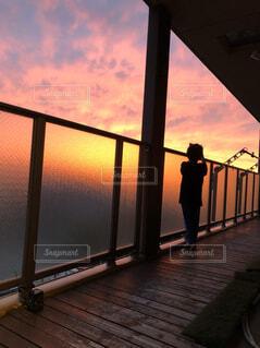 夕暮れのベランダの写真・画像素材[4534431]