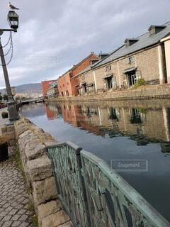 建物と川の写真・画像素材[4529504]