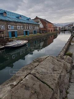 建物と川の写真・画像素材[4529507]