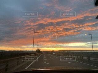 夕日と雲の写真・画像素材[4529591]
