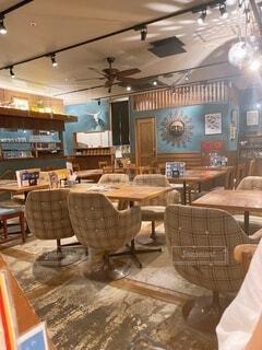 インテリア,屋内,椅子,テーブル,家具,デザイン,天井,デスク,テキスト,コーヒー テーブル