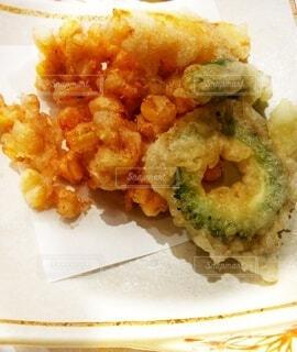 とうもろこし、ゴーヤ、ししとう、パプリカの天ぷらの写真・画像素材[4661636]
