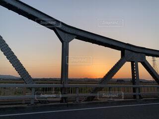 ドライブの夕焼け空の写真・画像素材[4550345]