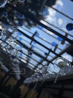 青空の中の風鈴の写真・画像素材[4676357]