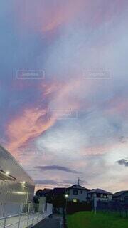 自然,夕日,夕焼け,景色,鉄塔,癒し,広場,sunset,Sky,街の風景,街の景色,マジックアワー,グラデーション,夕空,綺麗な空,黄昏時,雲の流れ,気持ちがいい,ピンクの空,日が落ちる,目に焼き付く