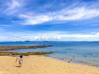 海辺をお散歩の写真・画像素材[4639529]