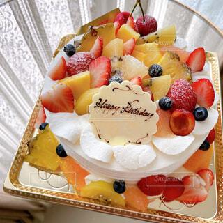 豪華な誕生日ケーキの写真・画像素材[4562271]