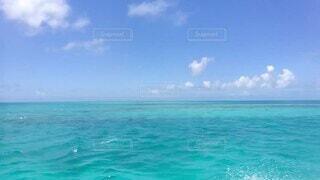 自然,海,空,屋外,白,ビーチ,雲,晴れ,青空,島,青,水面,沖縄,日本,エメラルドグリーン,海水,海上,アクア,白い雲,マリン,日中,紺碧