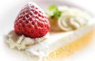 皿の上のケーキの一部の写真・画像素材[799721]