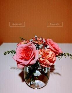 玄関のお花の写真・画像素材[4647603]