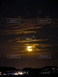 雲と月の写真・画像素材[4851121]