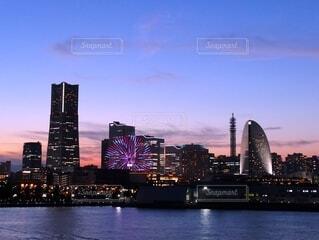 横浜の夕焼けと夜景の写真・画像素材[4872547]